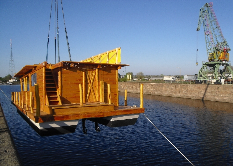 hausboot kaufen hamburg hausboot auf dem eilbekkanal architekturobjekte hausboote romantiktr. Black Bedroom Furniture Sets. Home Design Ideas